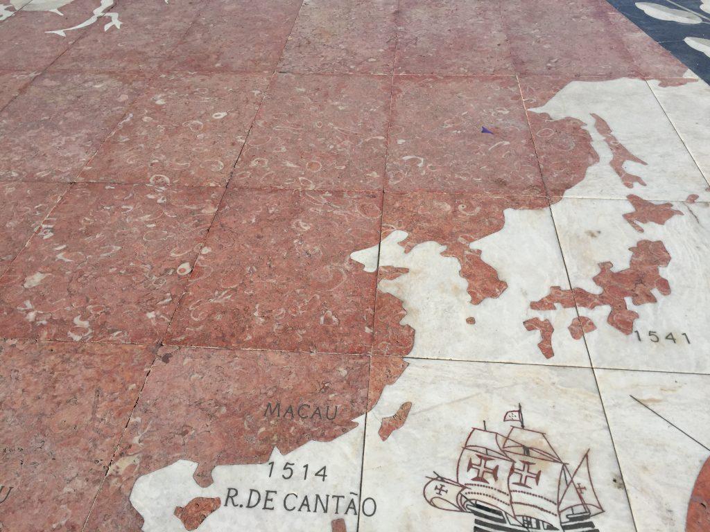 発見のモニュメント前の地図