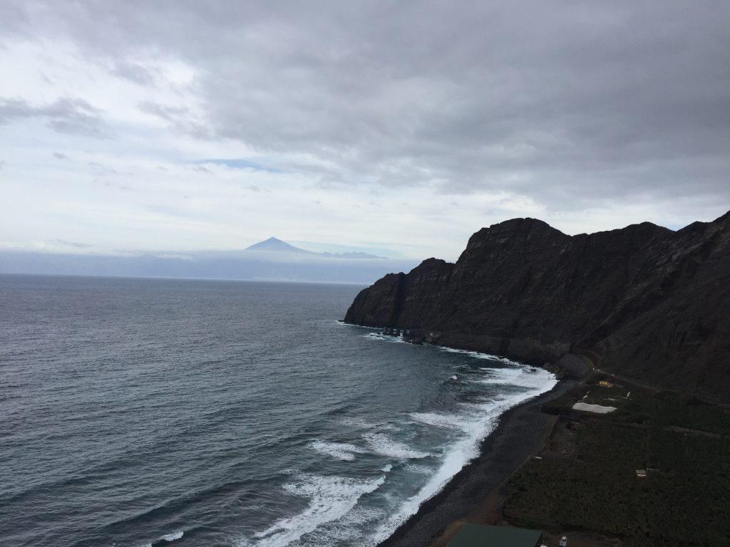 ゴメラ島 海岸沿いドライブ